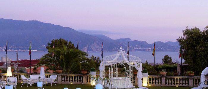 Villa matrimonio Napoli vista mare: fascino ed eleganza nel vostro giorno speciale